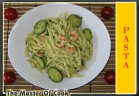 Trofie con zucchine gamberi e salsa al basilico